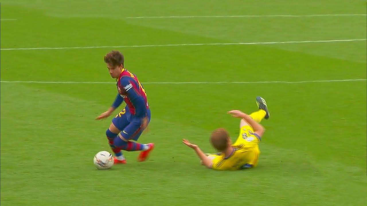 Riqui Puig Makes Football Look Easy