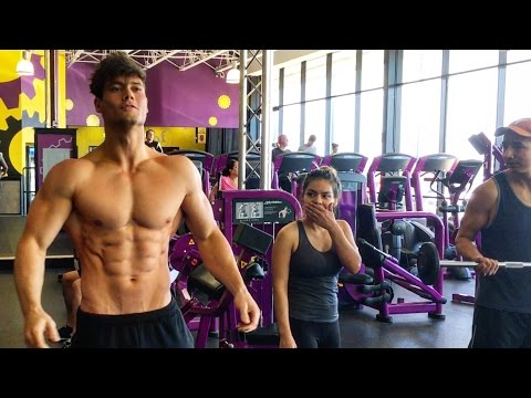 Connor Murphy Trains at Planet Fitness