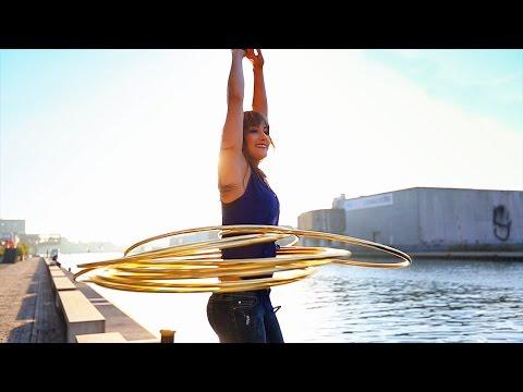Hula Hoop Girl - World's Best Hula Hoop Moves