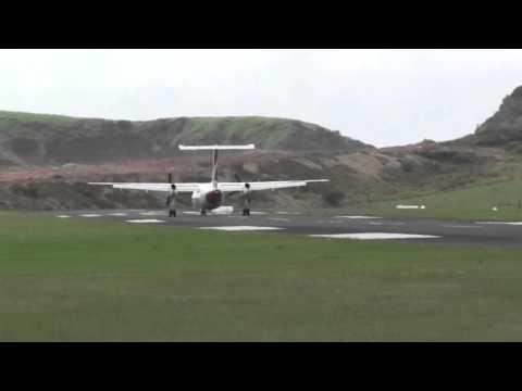 QantasLink Dash 8-200 at Lord Howe Island