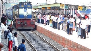 People boarding WRONG SIDE of Train : Indian Railways