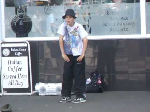 street entertainment Rothesay 23.07.10.AVI