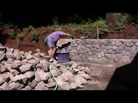 Building Stone Retaining Wall