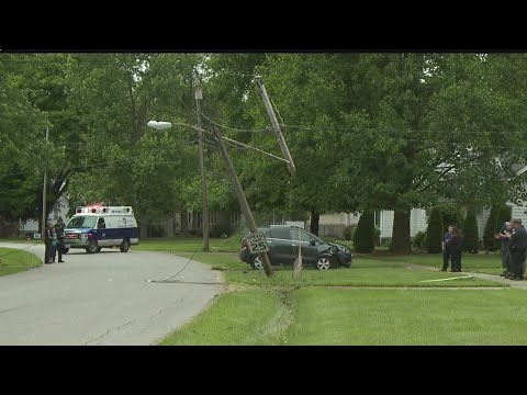 Driver brings down telephone pole in Warren