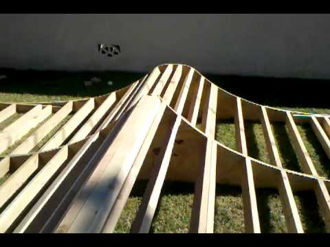 Mini half pipe with spine