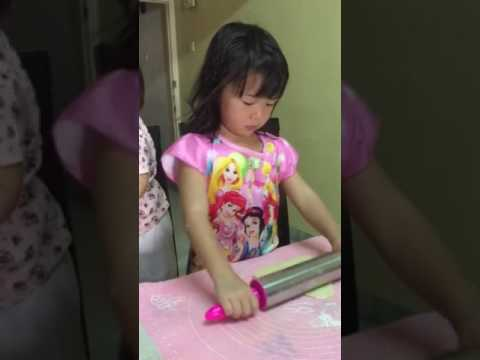 Tutorial on how to mold cookies dough by 4y3m+