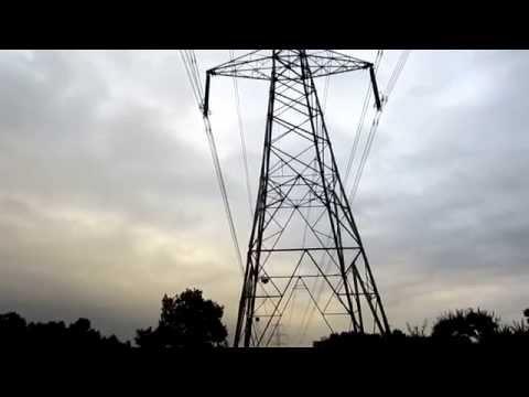 Electricity pylons crackling, 23/Sep/14.