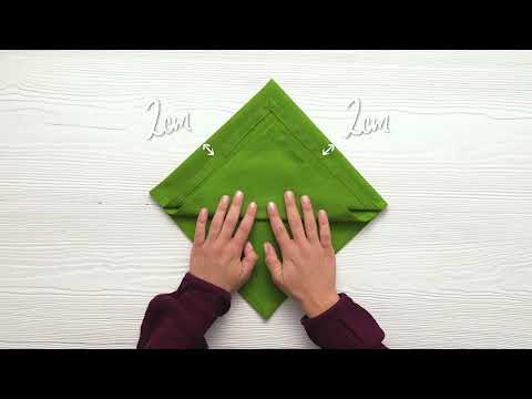 How to fold a Christmas tree napkin