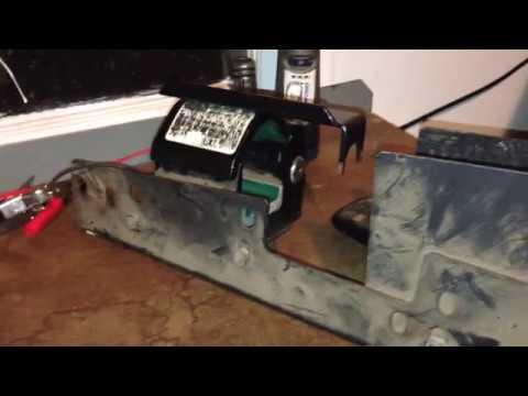 Locking vehicle gun racks