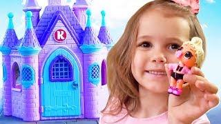 Download Катя играет с игрушками и огромный домик Принцессы в подарок Video