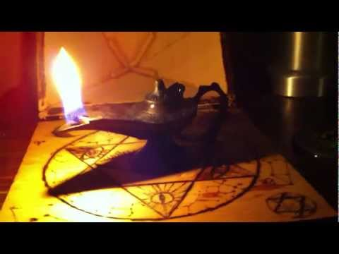 Aladdin genie oil lamp
