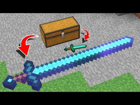 GIANT SWORD vs DIAMOND SWORD IN MINECRAFT!
