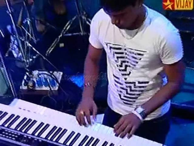 Download Usure Poguthey  HD -- Karthik with Bennet and the band MP3 Gratis
