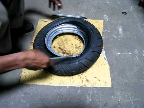 ScootRS Vespa & Lambretta tubeless wheel rims: How to remove a tire in only 82 seconds