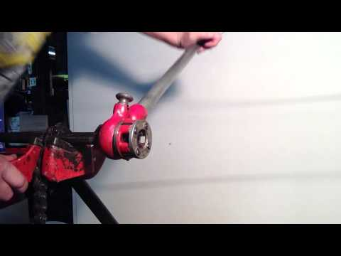 How to thread pipe by hand part 1