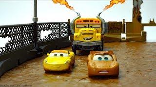 Disney Pixar Muddy Britches & Lemonade🍋 Crash & Smash Cars 3 Thunder Hollow Crazy 8 Demo Derby Race