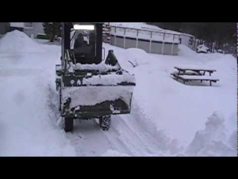 Snow blowing and Pushing Snow John Deere 2210