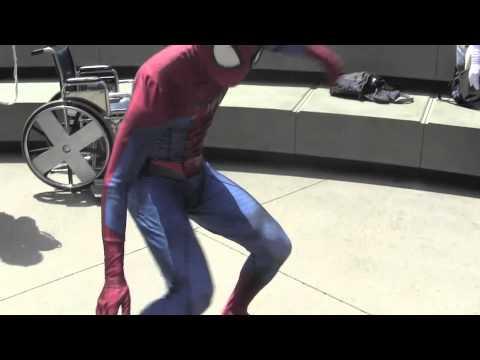 Deadpool & Spiderman Breakdance @ Wondercon