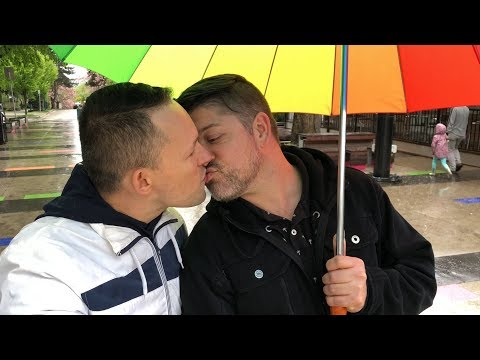 Kissing my boyfriend on the street in Vancouver! 👨❤️💋👨