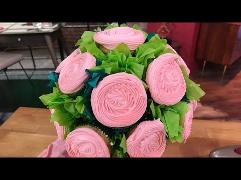 You Know What's Better Than Flowers? A Cupcake Bouquet! Here's How to Make One