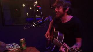 Chris Janson makes up songs on the spot