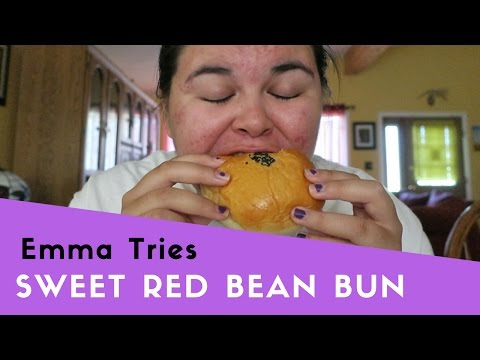 EMMA TRIES: SWEET RED BEAN BUN