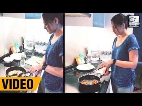 Sonakshi Sinha Cooks Delicious Food In Her Kitchen | LehrenTV