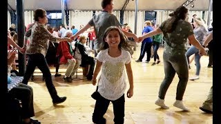 شاركتهم بالرقص الجماعي!