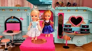 Surprise toy ! Elsa and Anna toddlers - lol