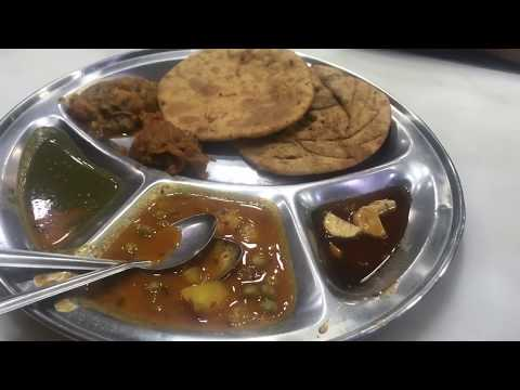 #vlogचाँदनी चौक फ़ेमस स्ट्रीट फ़ूड| । delhi street food veg। paranthe wali gali delhi