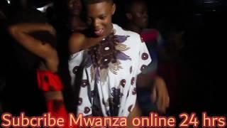 Msanii Wa Bongo Flavor Akicheza Uchi Mbele Za Watu