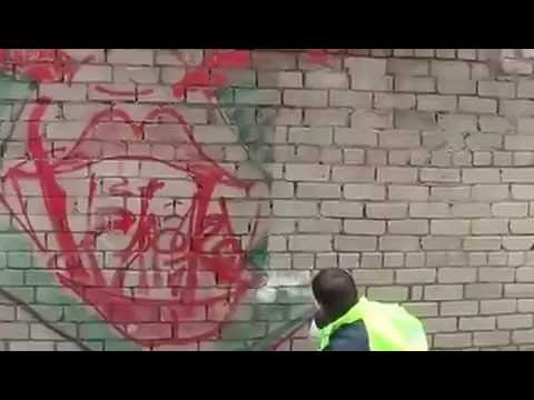 Cleaning the graffiti from walls