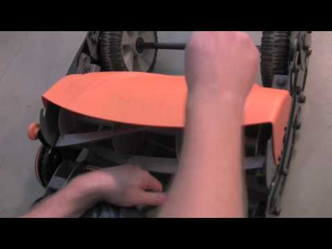 How to Adjust Blades on a Fiskars Momentum reel mower (lawnmower lawn mower)