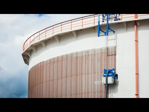 Cleaning Steel Storage Tank | Blastrac EBE 900VMB (vertical steel blast machine)