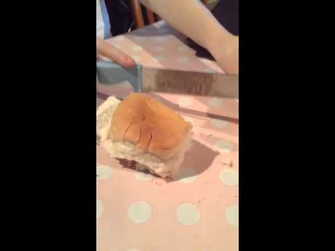 Cutting a cake into 8 pieces with 3 slices