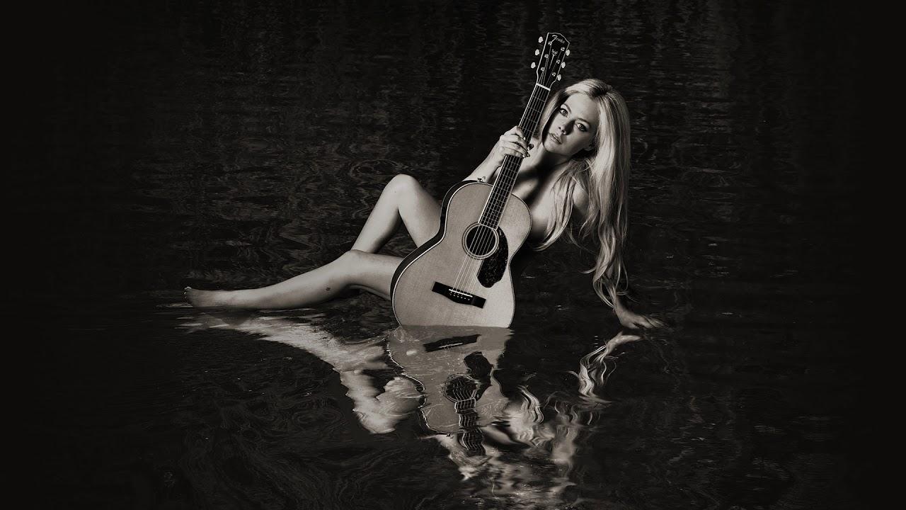 Avril Lavigne - Birdie