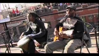 "Bob Marley ""Three Little Birds"" by PLAYING FOR CHANGE - acoustic MoBoogie Rooftop Session"