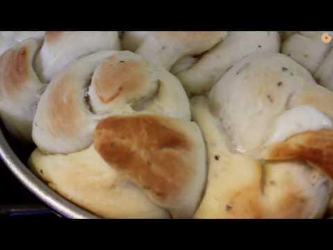 Cheesy Garlic Challah Knots