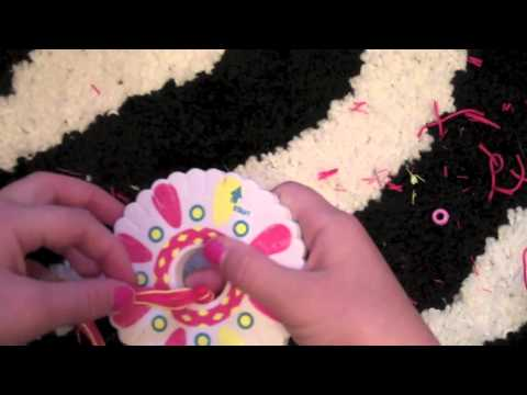 How to make Friendship Bracelets: Starting a Friendship Wheel Bracelet