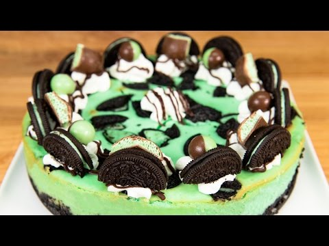Mint Oreo Cheesecake from Cookies Cupcakes and Cardio