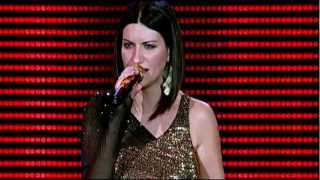 Download Laura Pausini - Amores Extraños (live). HD-1080p