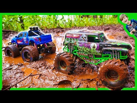 RC MONSTER TRUCKS in MUD TOW CHALLENGE!