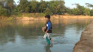অধিনায়কের পিছু পিছু হেঁটে নদী পার || মেয়েদের অনুর্ধ ১৫ দলের অধিনায়ক মারিয়া মান্দা
