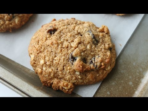 How To Make THE BEST Healthy Oatmeal Raisin Cookies Recipe | ONLY 100 CALORIES