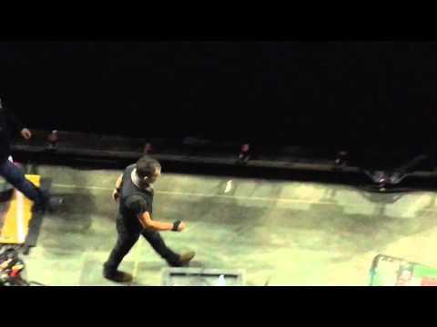 Bruce Springsteen back stage Louisville 2016