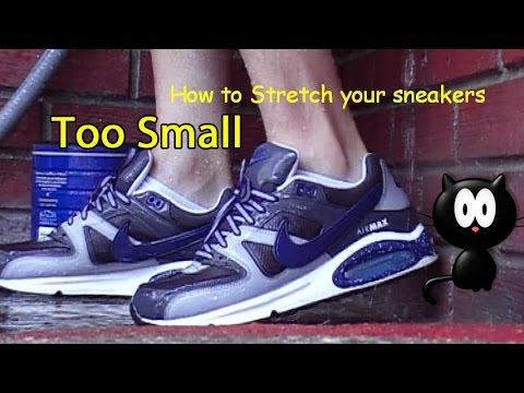 How to stretch your sneakers - Nike Air Max Command (wet)