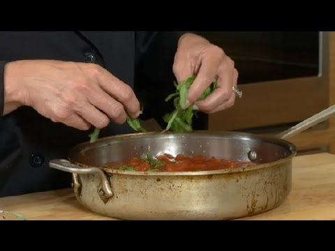 How to Make Health-Conscious Marinara Sauce : Conventional Cooking