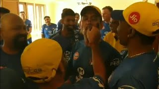 Dhoni Cake cutting celebration for Padma Bhushan award by CSK team | Dhoni feliciated by CSK team