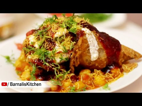 Samosa chaat -Indian street foods - Indian Chat ideas - Chole Samosa Chaat -Indian chaat recipes