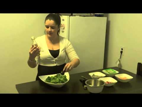 How to Make a Tropical Spinach Salad